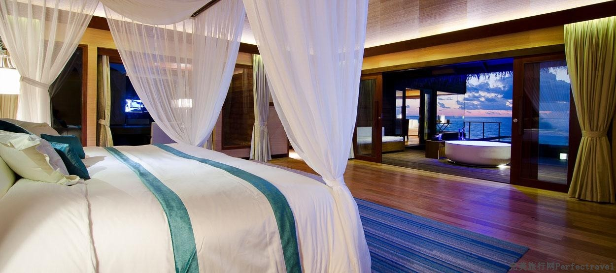jumeirah-dhevanafushi-ocean-revive-bedroom-hero.jpg